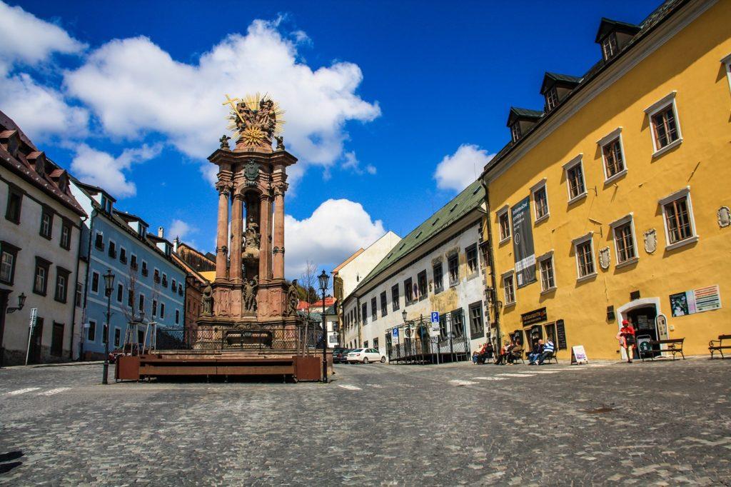 Plaza de la Santísima Trinidad y Columna de la Peste en Banská Stiavnica
